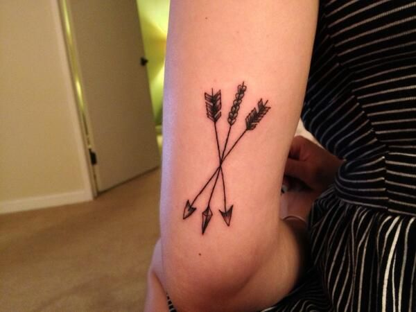 Arrow tattoos crossed tattoomagz for Crossed arrow tattoo