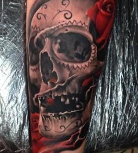 Awesome skull tattoo by Razvan Popescu