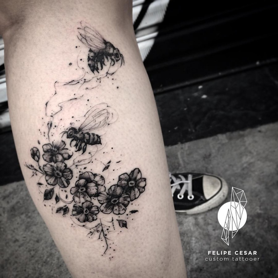bee tattoo by felipe cesar