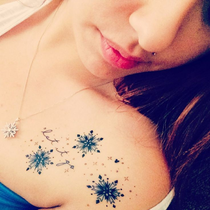 Cool snowflakes collarbone tattoo tattoomagz for Looking glass plastic surgery tattoo removal