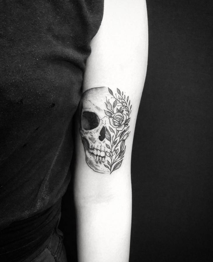 flowery skull tattoo by thomasetattoos