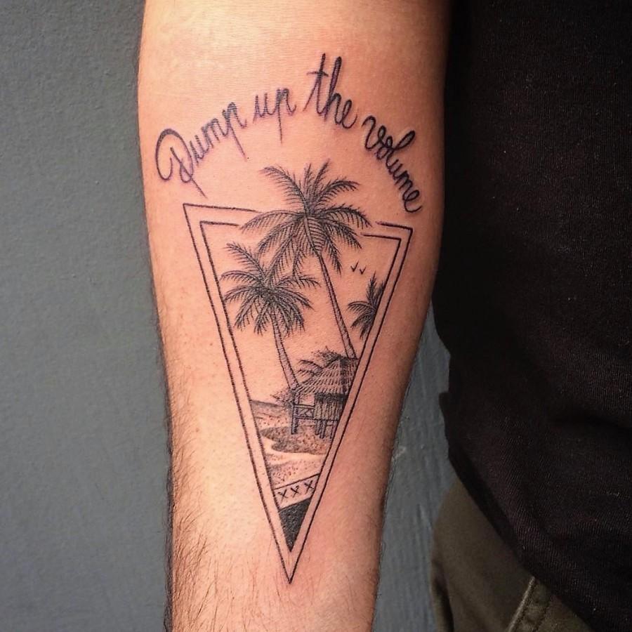 franck-pellegrino-bleunoir-holiday-residence-blackwork-tattoo