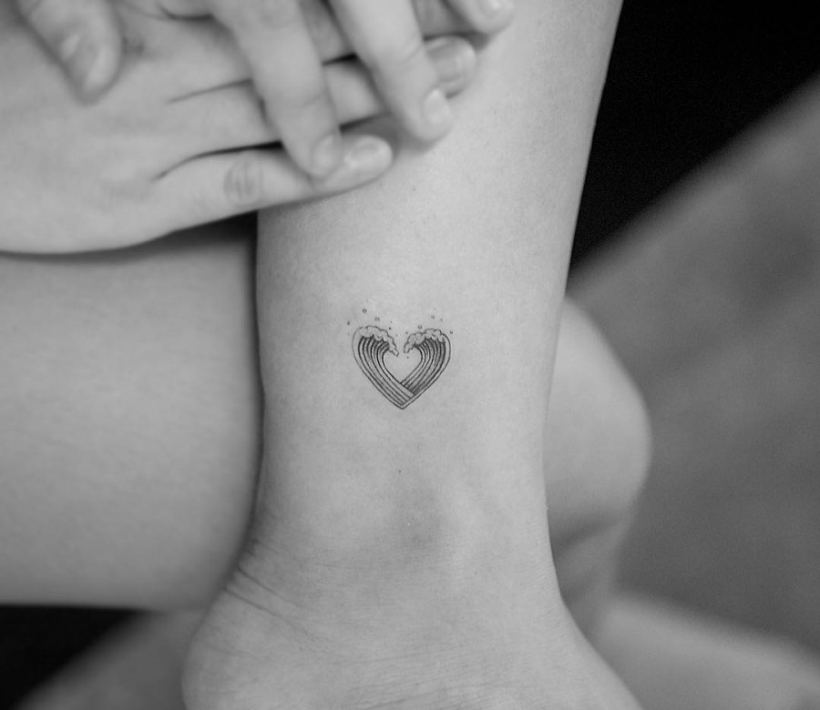 heart-waves-blackwork-tattoo