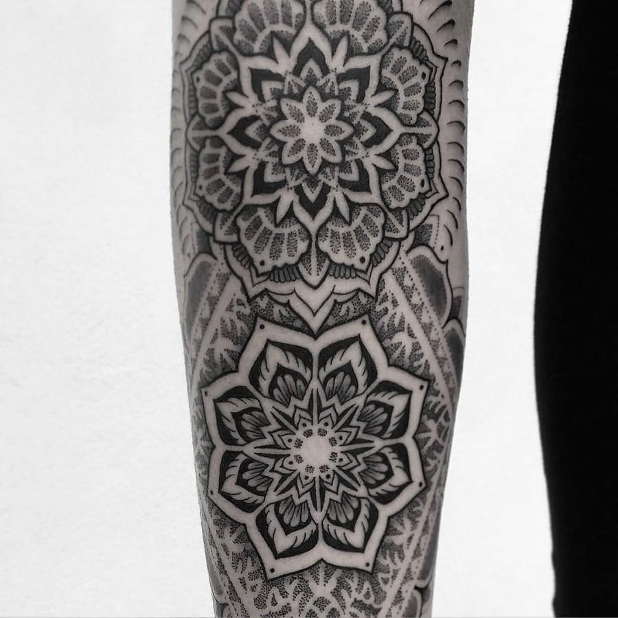 jeykill-bleunoir-incredible-mandala-blackwork-tattoo