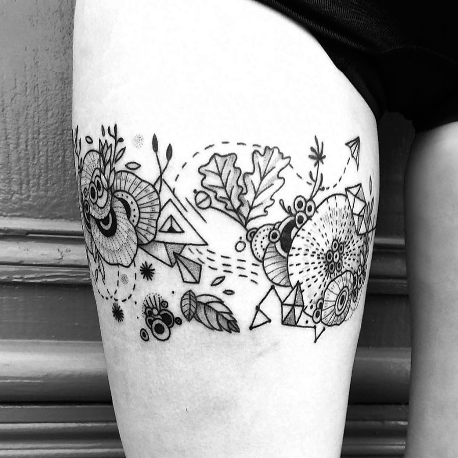mast-cora-bleunoir-floral-garter-blackwork-tattoo