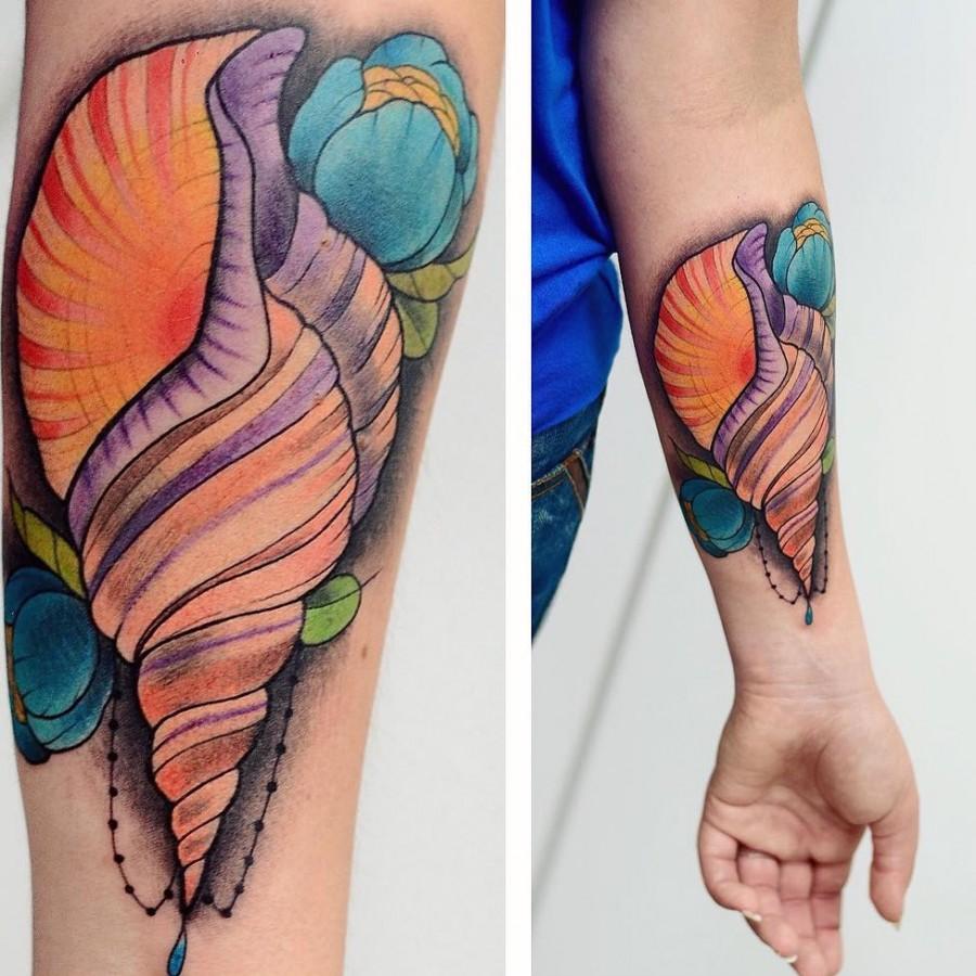 shell tattoo by cammiyu