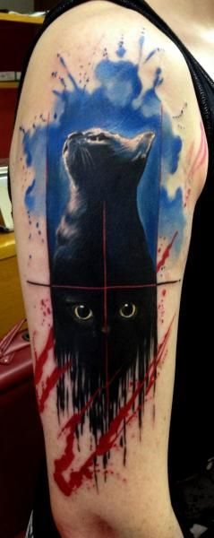 Shoulder cat tattoo by Tribo Tattoo