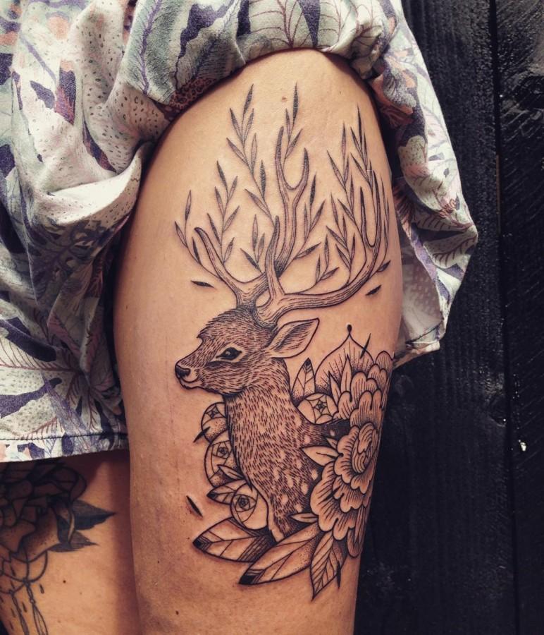 supakitch-bleunoir-reindeer-line-and-blackwork-tattoo