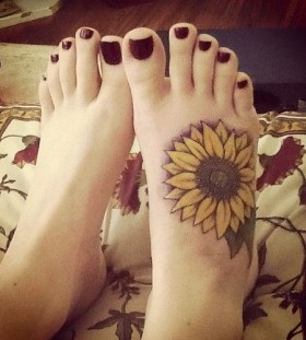Red nails and sunflower tattoo