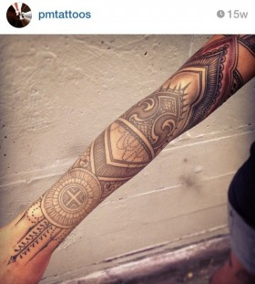 Black arm's geometric tattoo