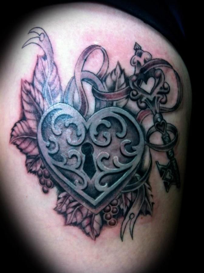 Pretty heart locket and key tattoo tattoomagz for Pretty key tattoos