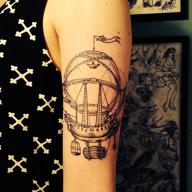 veenom-bleunoir-floating-ship-blackwork-tattoo