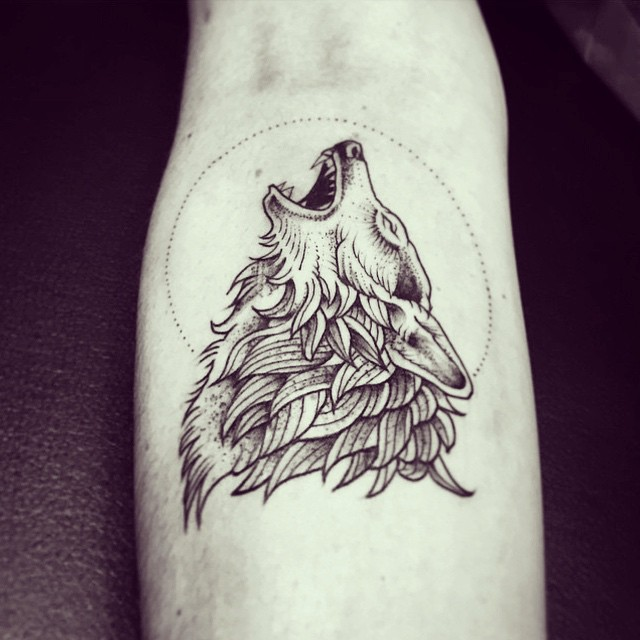 veenom-bleunoir-howling-wolf-blackwork-tattoo
