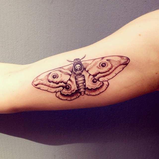 veenom-bleunoir-moth-blackwork-tattoo