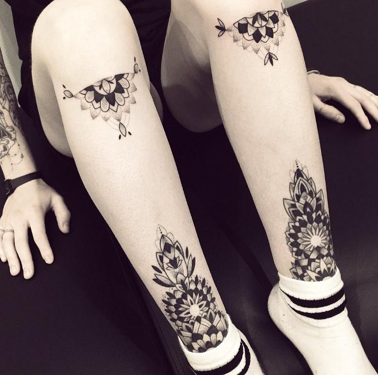 violette-bleunoir-half-mandala-leg-blackwork-tattoo