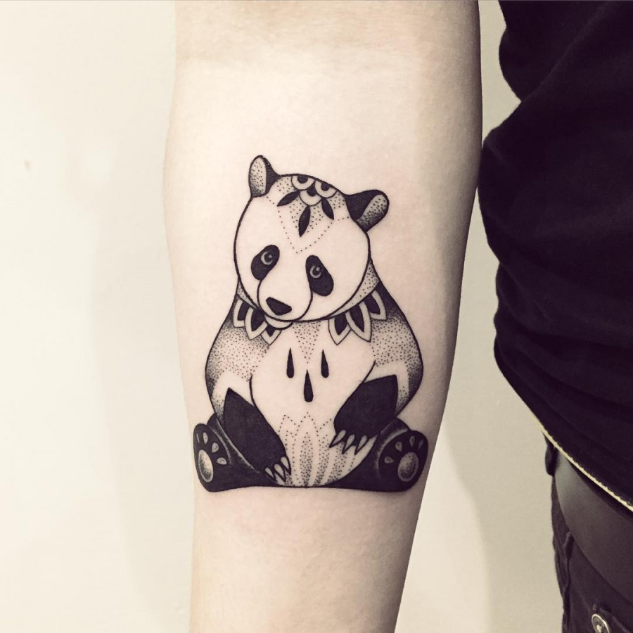 violette-bleunoir-panda-blackwork-tattoo