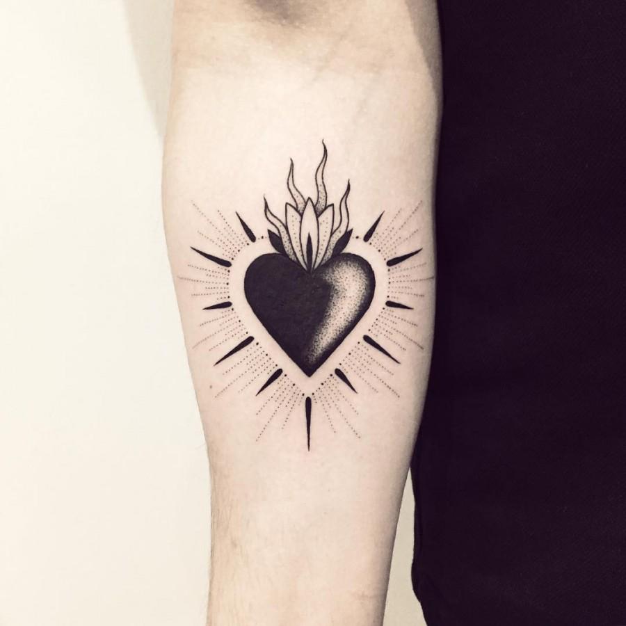 violette-bleunoir-sacred-heart-blackwork-tattoo