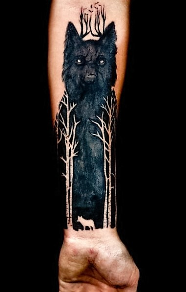 blackwork-wolf-tattoos