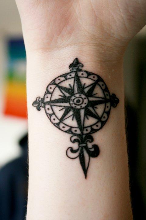 Temporary Tattoo Ideas - Compass Tattoo Design - TattooMagz