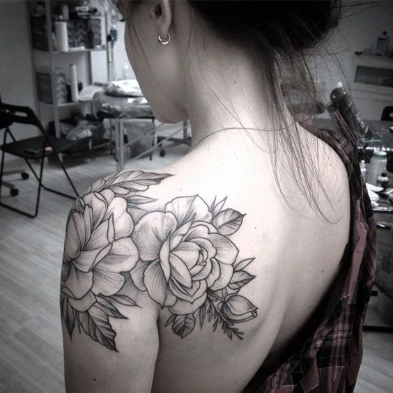flower-shoulder-tattoo