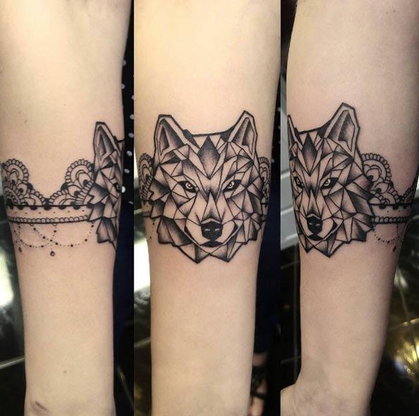 geometric-armband-wolf-tattoo