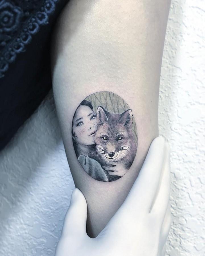girl-and-fox-portrait-circle-tattoo