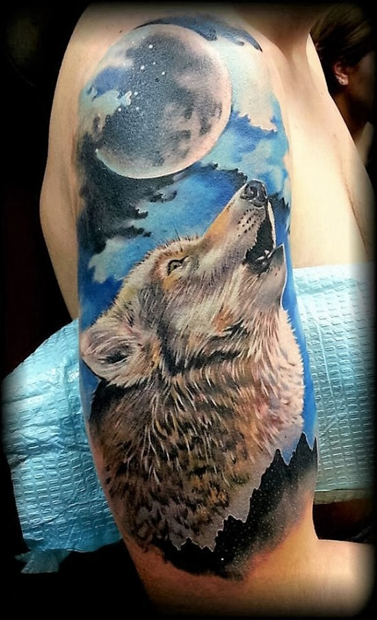 howling-watercolor-wolf-tattoo
