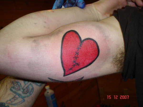 Cute broken heart tattoos slodive tattoomagz for Inner arm tattoos pain