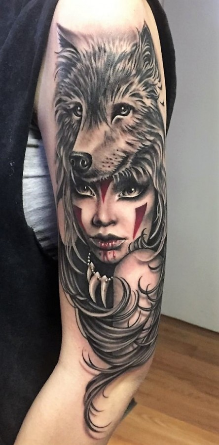 lady-shaman-with-wolf-tattoos