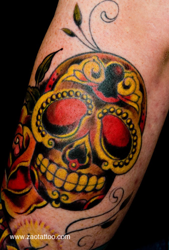 Golden pirates skull tattoo design tattoomagz for Old school day of the dead tattoo
