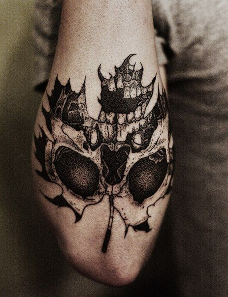 skull-on-maple-leaf-tattoo