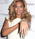 Beyonce Sweet Tattoo Design on Ring Finger