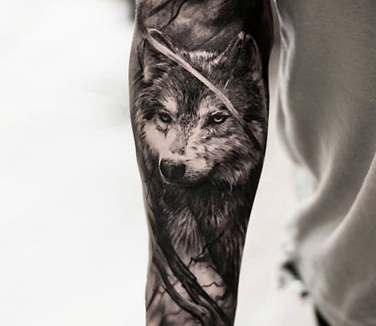 wolf-tattoo-by-oscar-akermo