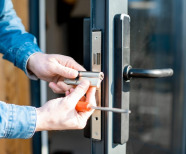 A Complete Guide on Hiring a Locksmith