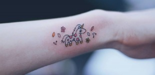 77 Deliciously Delicate Wrist Tattoos