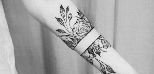 The 81 Most Gorgeous Blackwork Flower Tattoos