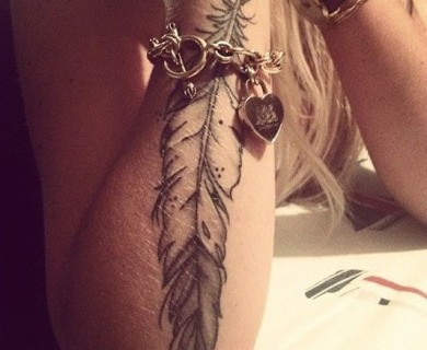 59 Sublime Feather Tattoos That Look Gorgeous