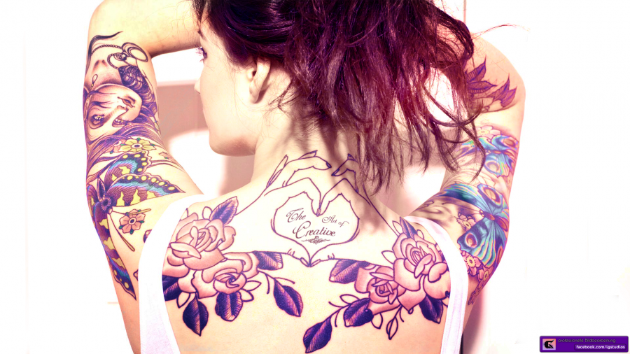 Girls with tattoo summer style back foto