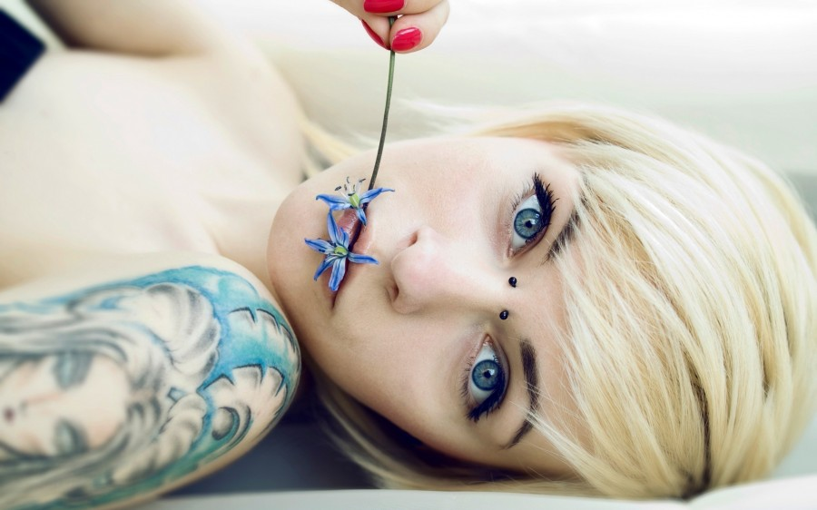 girl tattoo piercing