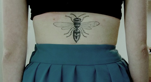 insect-tattoo-bee-on-back-waist
