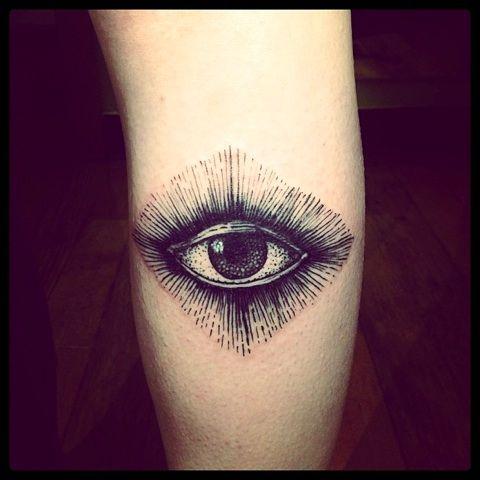 eye tattoo on shoulder by brucius