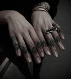 finger tattoos by guy le tattooer
