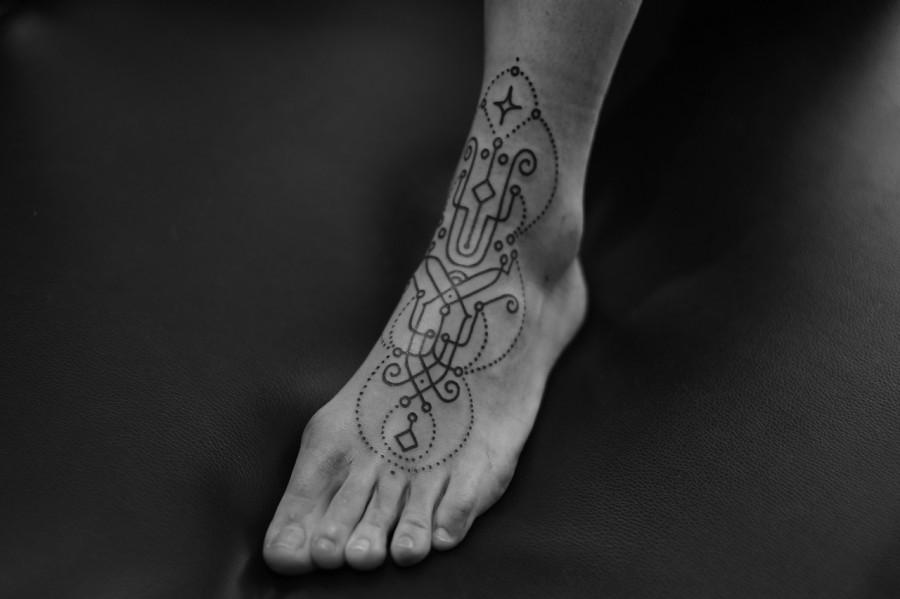 leg tattoo by jean philippe burton