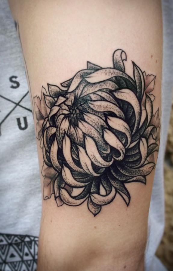 alex tabuns flower tattoo
