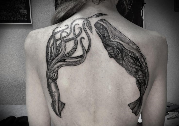 alex tabuns underwater back tattoo