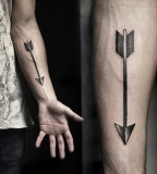 kamil czapiga black arrow tattoo on arm