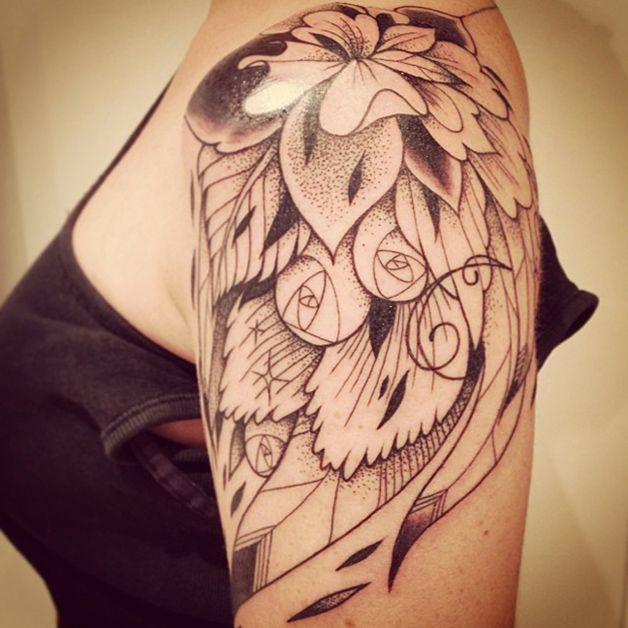 supakitch tattoo flower on shoulder