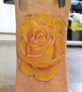 Amaizing yellow rose tattoo