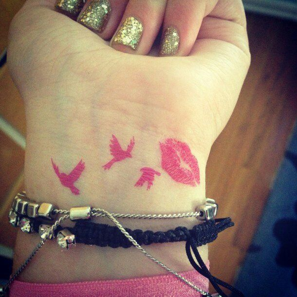 Birds and kiss pink tattoo