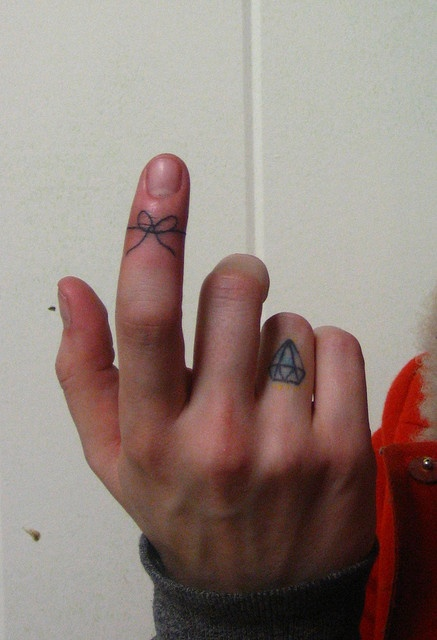 Bow and crystal fingers tattoo